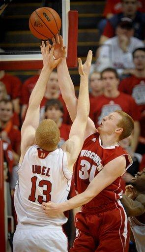 Evans scores 22 as No. 11 Wisconsin tops Nebraska