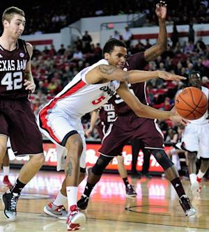 Streaking Georgia holds off Texas A&M 52-46
