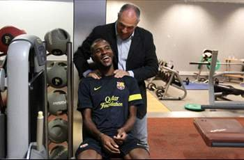 Abidal greets Barcelona team-mates after training session