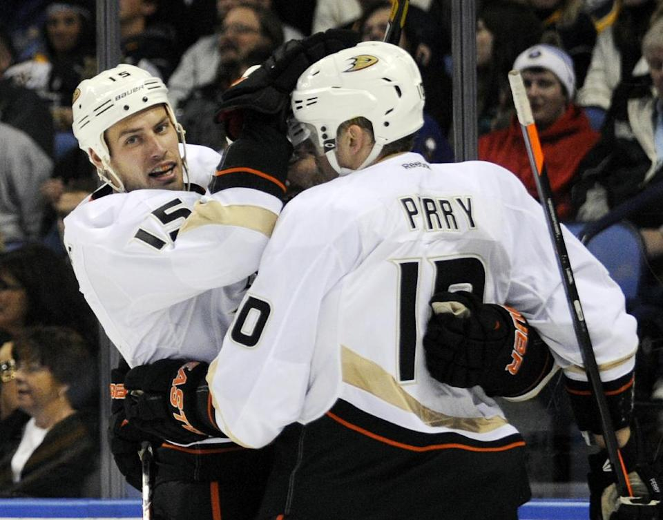 Ducks score 5 straight, top Sabres 6-3