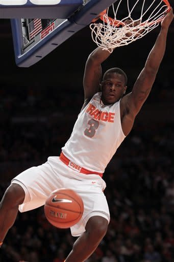 No. 2 Syracuse beats Connecticut 58-55