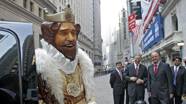 "FILE - In this May 18, 2006 photo, Burger King CEO John W. Chidsey, background center, watches as""The King"" mascot of Burger King Corp., arrives at the New York Stock Exchange in New York.  Burger King's spooky ""The King"" mascot is retiring so the struggling burger chain can refocus its marketing to reach new customers. The mascot has been around for years, but recently has become a more prevalent and somewhat creepy presence in ads.   The fast food chain, which has suffered declining sales, will roll out a new advertising campaign this weekend sans ""The King"" that will focus on its burgers.    (AP Photo/Richard Drew)"