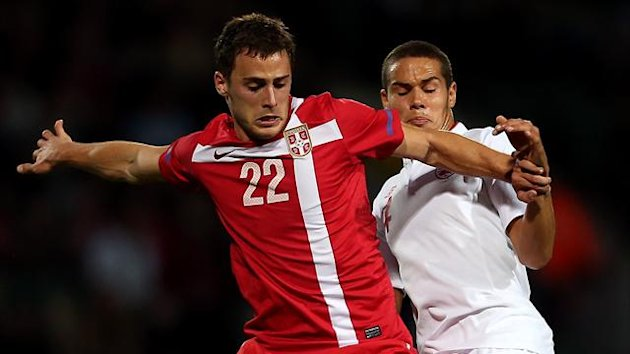 England&#39;s Jack Rodwell battles for the ball with Serbia&#39;s Filip Malbasic (PA Photos)