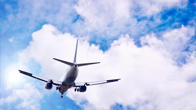 FCC votes to end in-flight call ban, but the fight isn't over yet