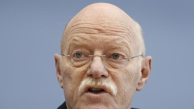 FILE - The Feb. 6, 2009 file photo shows then faction leader of the German Social Democrats at the Federal Parliament, Peter Struck during a news conference in Berlin, Germany. The former German Defense Minister died Wednesday, Dec. 19, 2012.  (AP Photo/Michael Sohn)