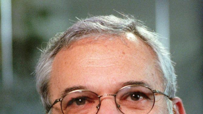 FILE - This Jan. 21, 1998 file photo shows William Ginsburg, talking during an interview in Los Angeles. Ginsburg, who was Monica Lewinsky's lawyer during the sex scandal of the Clinton presidency, has died. He was 70.  (AP Photo/Reed Saxon, file)