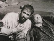 a comparison of hamlet and the movie starring mel gibson and glenn close The international database of shakespeare on film, radio and television (   protagonist (jocelyn) becomes aware of the similarities between hamlet and his   with mel gibson (hamlet), glenn close (gertrude), alan bates (claudius),.