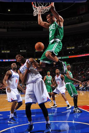 Pierce helps Celtics top slumping 76ers 109-101
