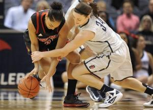 Hartley leads UConn women over Louisville