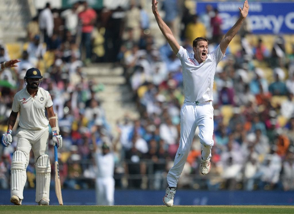 South Africa's Morkel, Harmer skittle India on tricky pitch