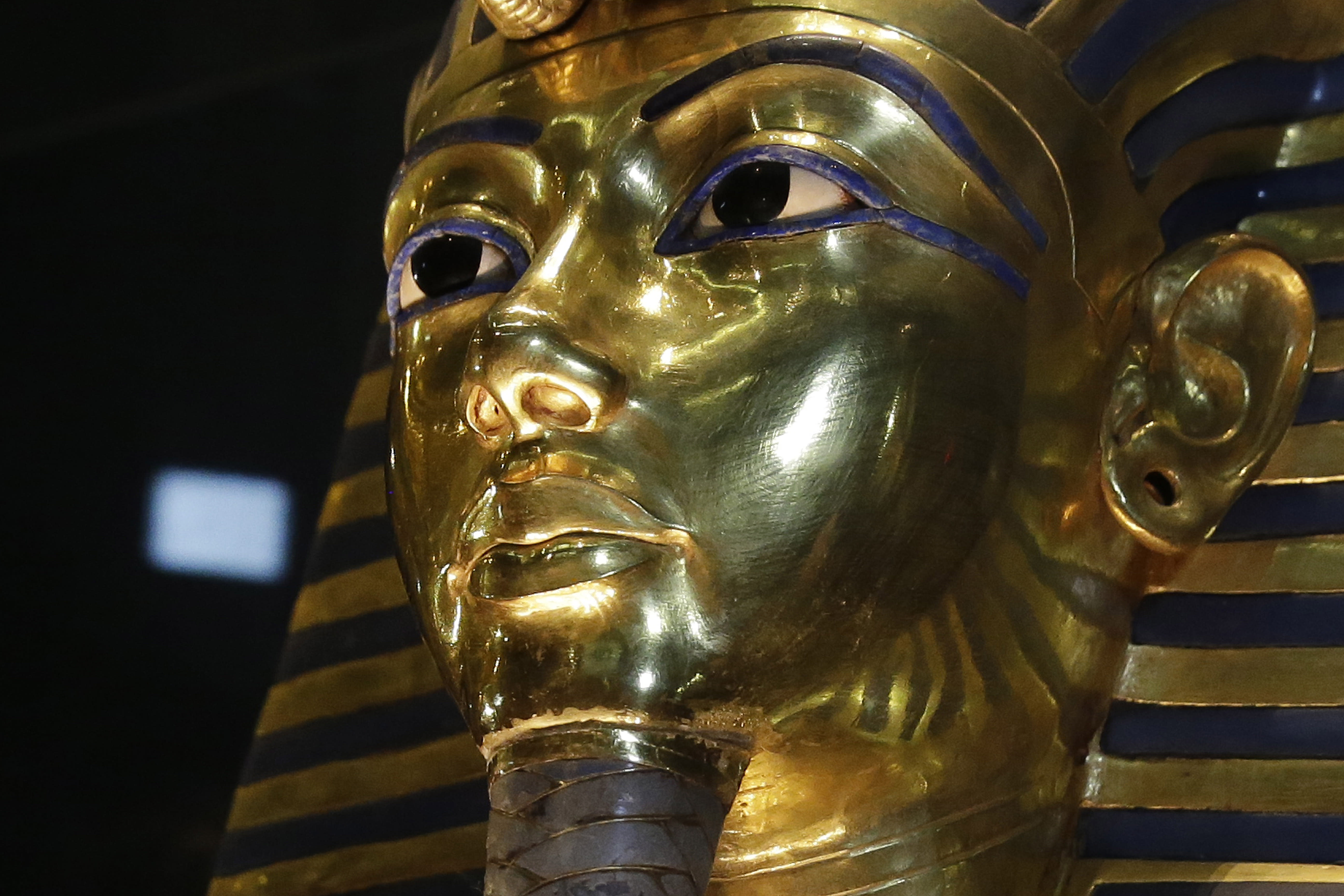 Egypt to restore King Tut mask after botched epoxy job
