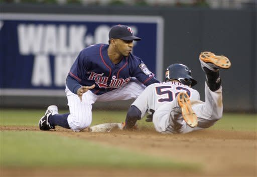 Slumping Tigers offense busts out against Twins