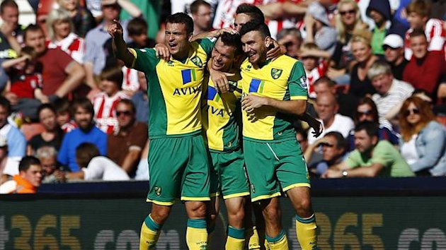 Norwich City's Jonathan Howson (C) celebrates his goal against Stoke City with teammates during their English Premier League soccer match at the Britannia Stadium in Stoke-on-Trent, central England, September 29, 2013. REUTERS