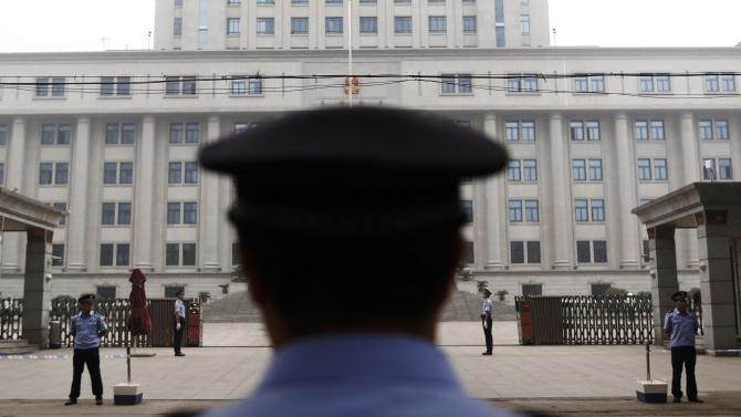 Policemen guard the entrance of the Jinan Intermediate People's Court where the trial of disgraced Chinese politician Bo will be held, in Jinan