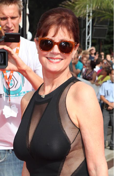Susan Sarandon sexy sul red carpet a Praga