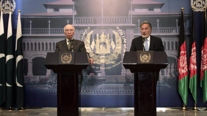 Afghan Foreign Minister Zalmai Rassoul, right, speaks during a joint press conference with Sartaj Aziz, Pakistan's special adviser on national security and foreign affairs, at the foreign ministry in Kabul, Afghanistan, Sunday, July 21, 2013. Aziz said his country is willing to help get peace talks started with the Taliban if asked. (AP Photo/Rahmat Gul)