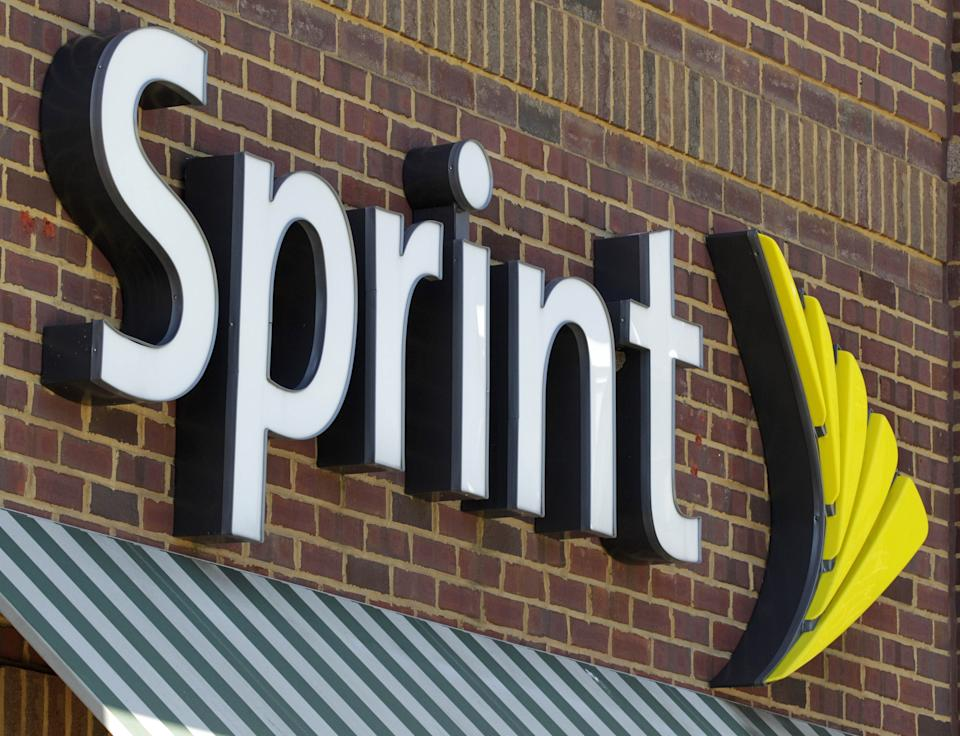 Sprint loss widens on Nextel, iPhone lifts sales