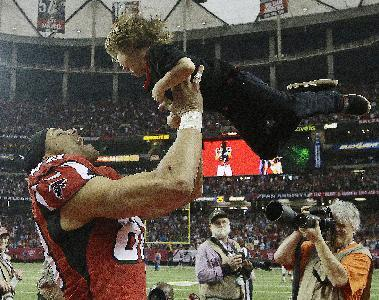 Atlanta Falcons tight end Tony Gonzalez (88) holds his son river Gonzales, 3, during a celebration of Gonzalez career before the second half of an NFL football game against the Carolina Panthers, Sunday, Dec. 29, 2013, in Atlanta