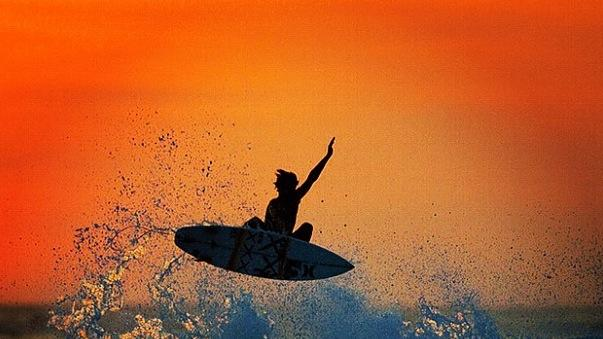 Surfing and Instagram Make for Incredible Photos [PICS]