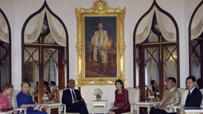 U.S. President Barack Obama, 3rd left, holds talks with Thai Prime Minister Yingluck Shinawatra, 3rd right, during their meeting at the government house in Bangkok, Thailand Sunday, Nov. 18, 2012. Obama on Sunday launched a three-day Southeast Asia tour, hailing alliances with countries such as Thailand as cornerstones of the administration's deeper commitment to the Asia-Pacific region. Others are from left, U.S. Ambassador to Thailand Kristie Kenny, U.S. Secretary of State Hillary Rodham Clinton, Thai Deputy Premier Kittirat Na Ranong and Thailand Deputy Premier Pongthep Thepkarnjana. (AP Photo/Sakchai Lalit, Pool)