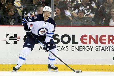 Jets player gives up breakaway goal after referee interferes with his stick
