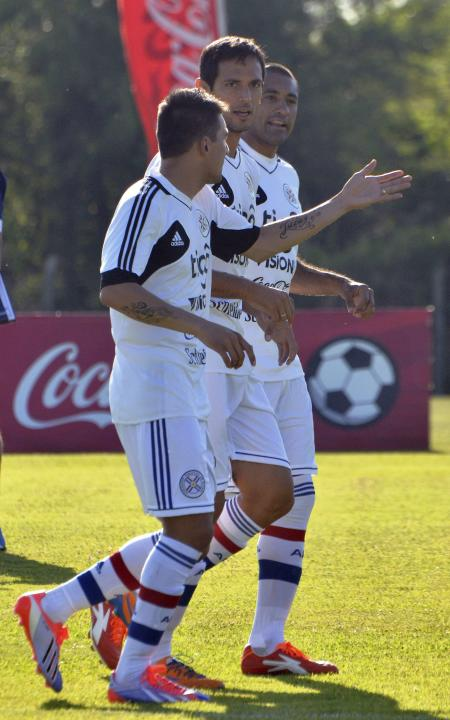 Paraguay's Benitez, Santa Cruz and Da Silva attend a training session in Ypane