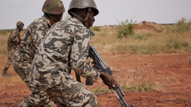 """In this Nov. 24, 2012 photo, soldiers from a Malian army run during a training exercise in the Barbe military zone, in Mopti, Mali. Secretary-General Ban Ki-moon said Friday, Jan. 11, 2013 that France, Senegal and Nigeria have responded to an appeal from Mali's President Dioncounda Traore for help to counter an offensive by al-Qaida-linked militants who control the northern half of the country and are heading south. The U.N. chief said that assisting the Malian defense forces push back against the Islamist armed groups is """"very important.""""(AP Photo/Francois Rihouay)"""