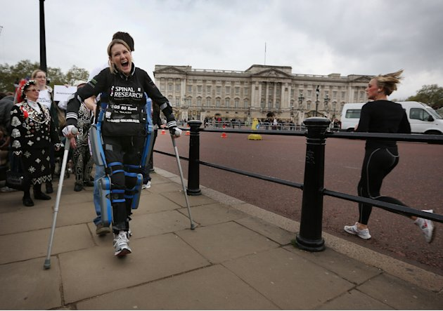 Paralysed Claire Lomas Finishes The London Marathon