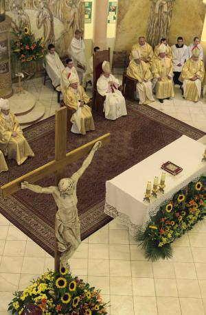 Poland's top church officials preside lead a special Mass for the unity of the European Union and the success of Poland's EU presidency, in Warsaw, Poland on Sunday, Sept. 25, 2011. (AP Photo/Czarek Sokolowski)