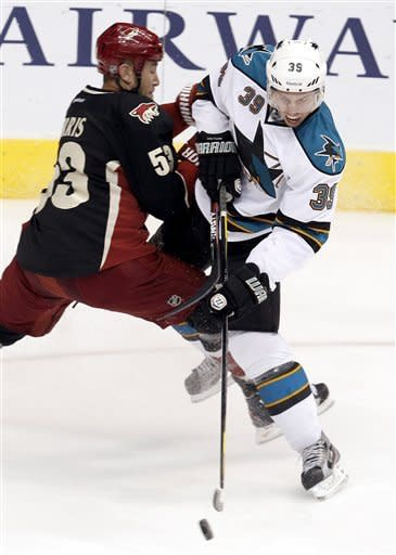 Vrbata, Smith lead Coyotes past Sharks, 2-0