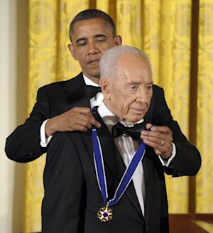 President Barack Obama awards Israeli President Shimon Peres with the Presidential Medal of Freedom at a dinner at the East Room of the White House in Washington, Wednesday, June 13, 2012. (AP Photo/Susan Walsh)