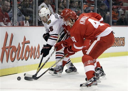 Red Wings top Blackhawks 3-2 in OT, tie team mark