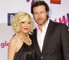 Tori Spelling and Dean McDermott at the 2011 GLAAD Awards in Los Angeles on April 10, 2011 -- WireImage