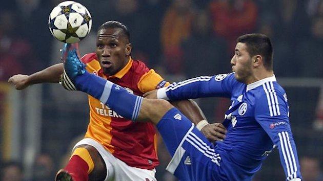 Galatasaray&#39;s Didier Drogba (L) is challenged by and Schalke 04&#39;s Sead Kolasinac (R) (Reuters)