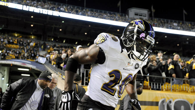 In this Sunday, Nov. 18, 2012, photo, Baltimore Ravens free safety Ed Reed runs onto the field prior to an NFL football game against the Pittsburgh Steelers in Pittsburgh. Reed was suspended for one game by the NFL on Monday, Nov. 19, for repeated hits to the head and neck area of defenseless players. (AP Photo/Don Wright)