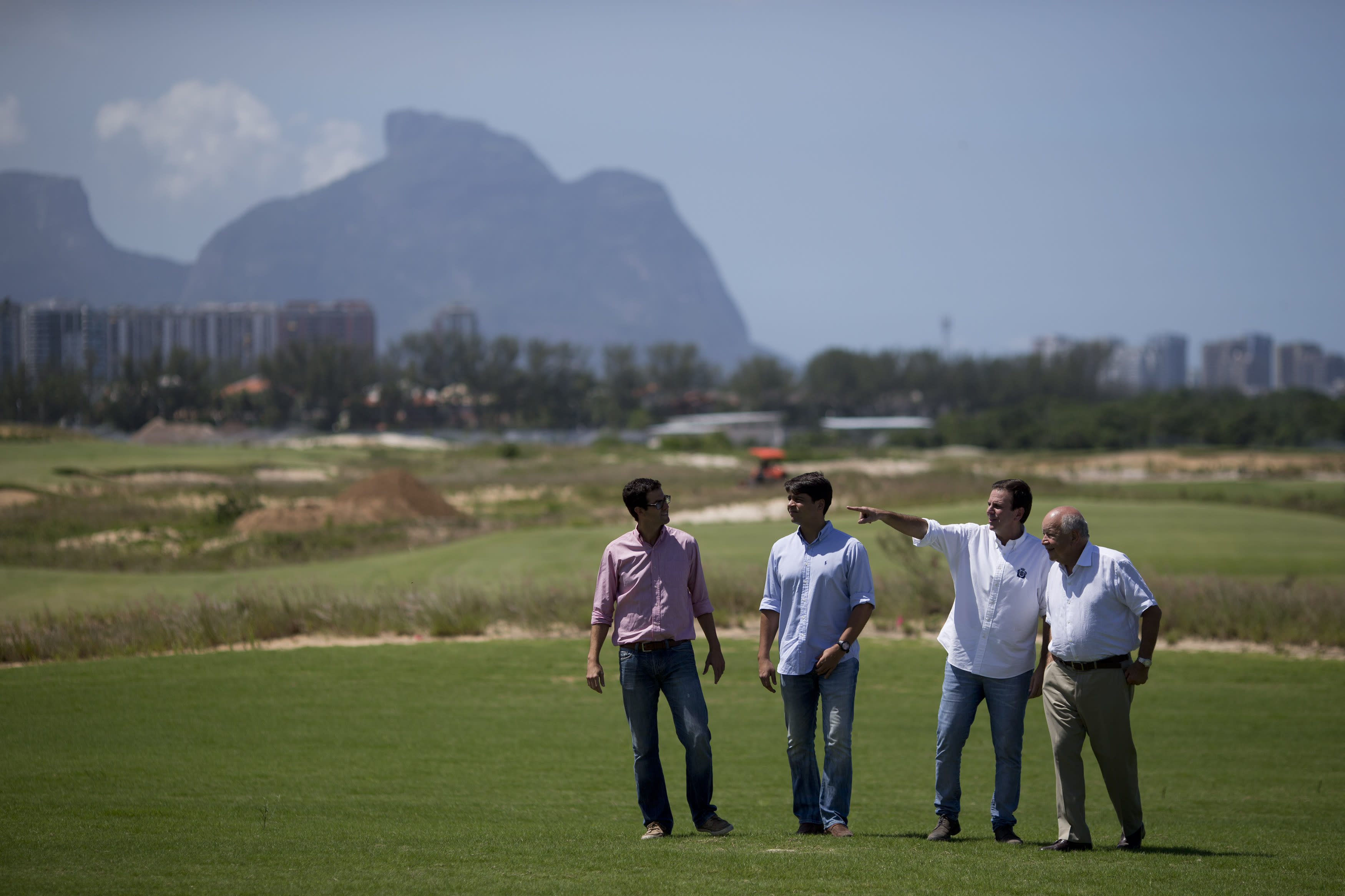 Rio mayor unveils controversial Olympic golf course