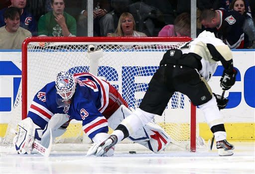 Crosby's return a hit on Broadway as Pens top NYR