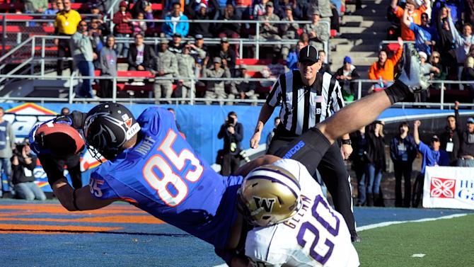 Boise State's Holden Huff (85) gets by Washington's Justin Glenn (20) for a first-half touchdown during the MAACO Bowl NCAA college football game on Saturday, Dec. 22, 2012, in Las Vegas. (AP Photo/David Becker)
