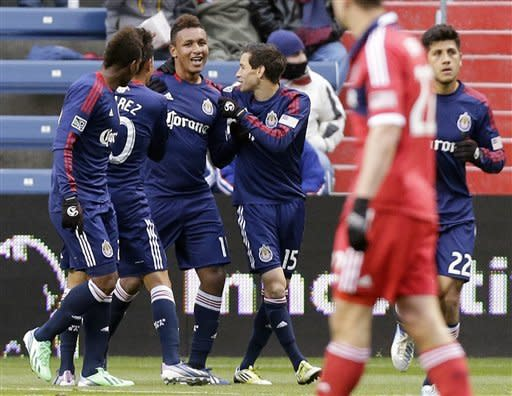 Chivas USA beats Fire 4-1