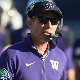 Washington signs Chris Petersen to a two-year extension