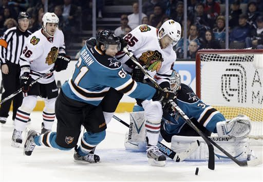 Kane scores twice, Blackhawks beat Sharks 5-3