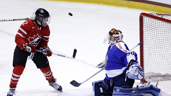 US gets 4 goals in 1st to cruise past Sweden 10-0