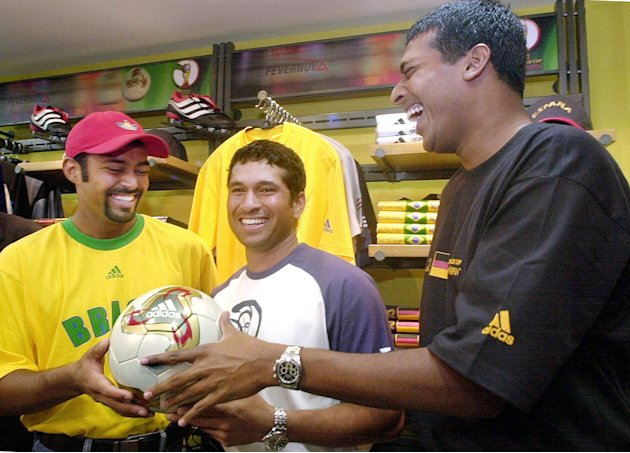 Tennis players Leander Paes (L) and Mahesh Bhupati
