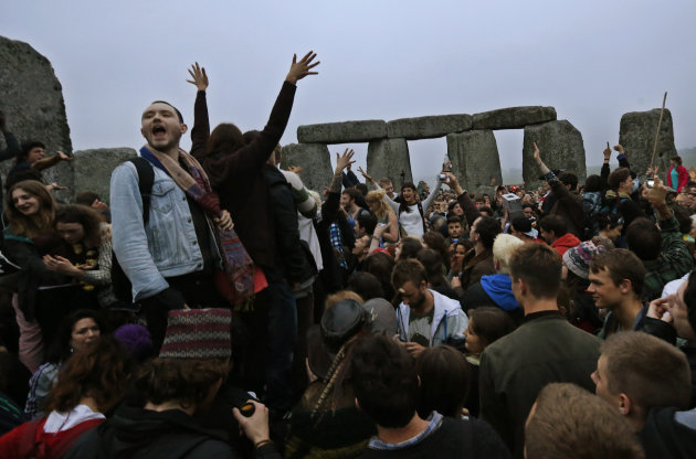 46046d38c4a76114350f6a706700b965 - Stonehenge gathering marks summer solstice - Lifestyle, Culture and Arts