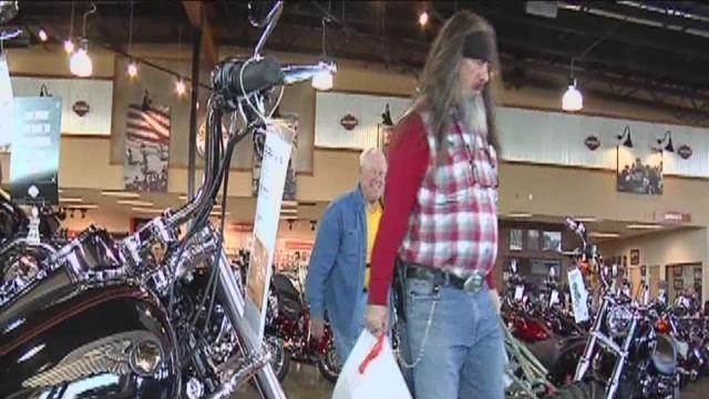Community comes together to support pregnant veteran