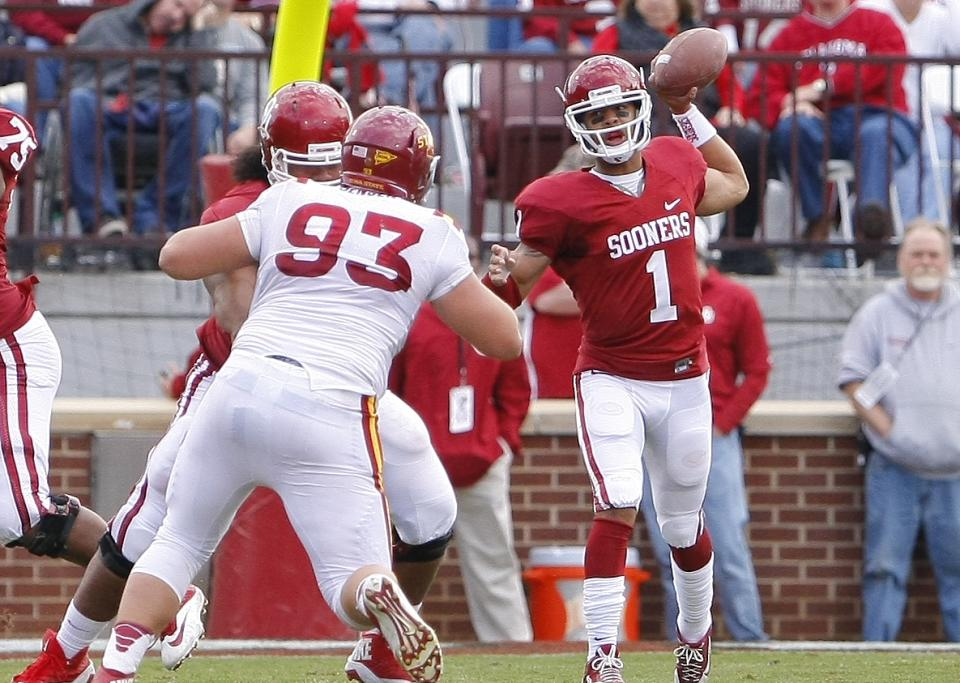 Stoops in no rush to name Oklahoma's quarterback
