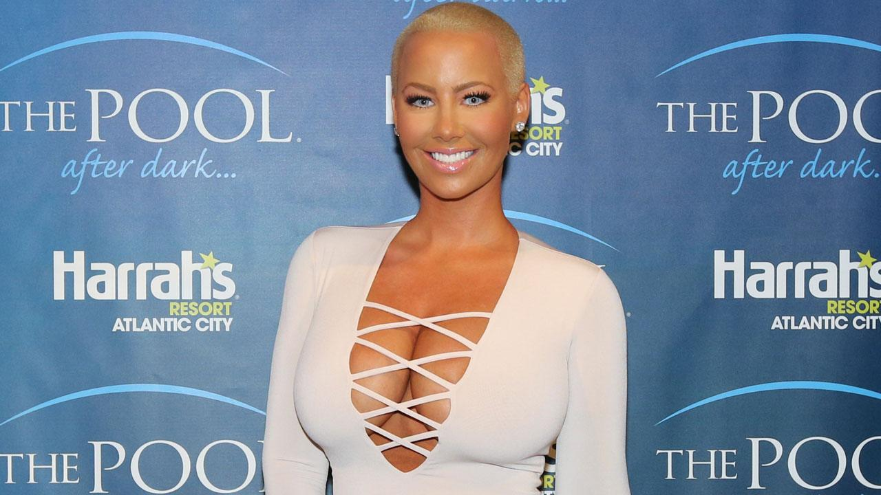 Amber Rose Posts Rare Makeup-Free Selfie -- See the Pic!