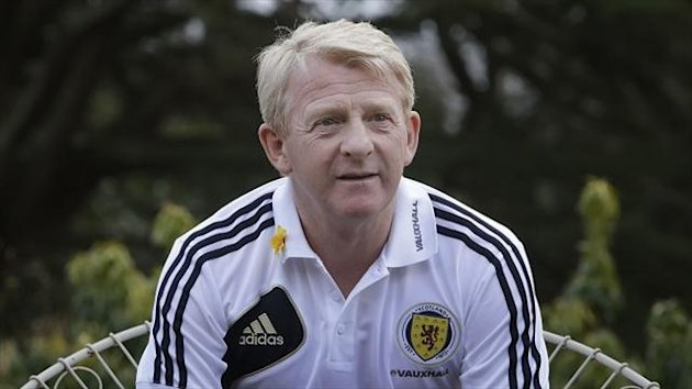 Gordon Strachan believes the league reconstruction debate should be focused on full-time clubs in Scotland