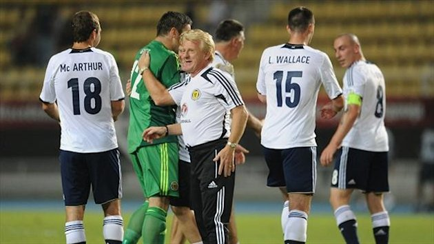 Gordon Strachan congratulates his players