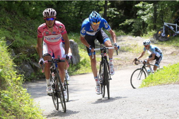 Canadian Cyclist Ryder Hesjedal (C) And Spanish Joaquim Rodriguez (L) Ride On Mortirolo Uphill  AFP/Getty Images